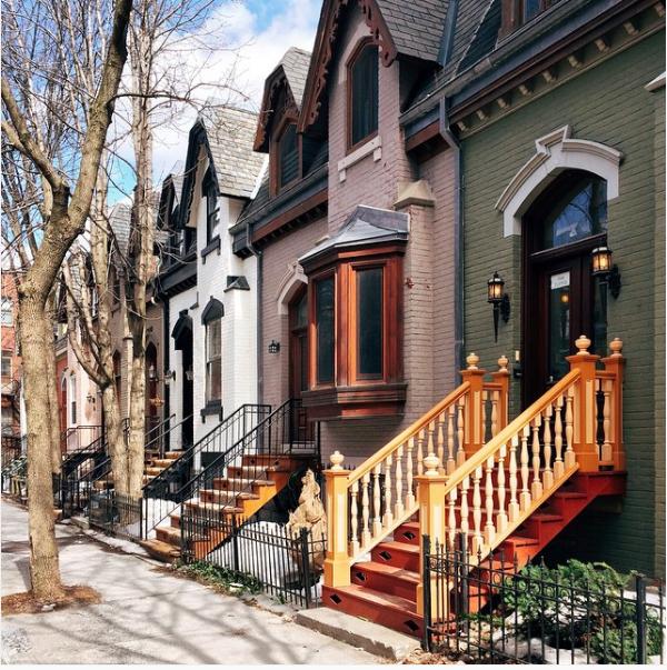 Le quartier Shaughnessy complètement dissimulé au centre-ville de Montréal et super joli! De vieilles maisons colorées comme je les aime.