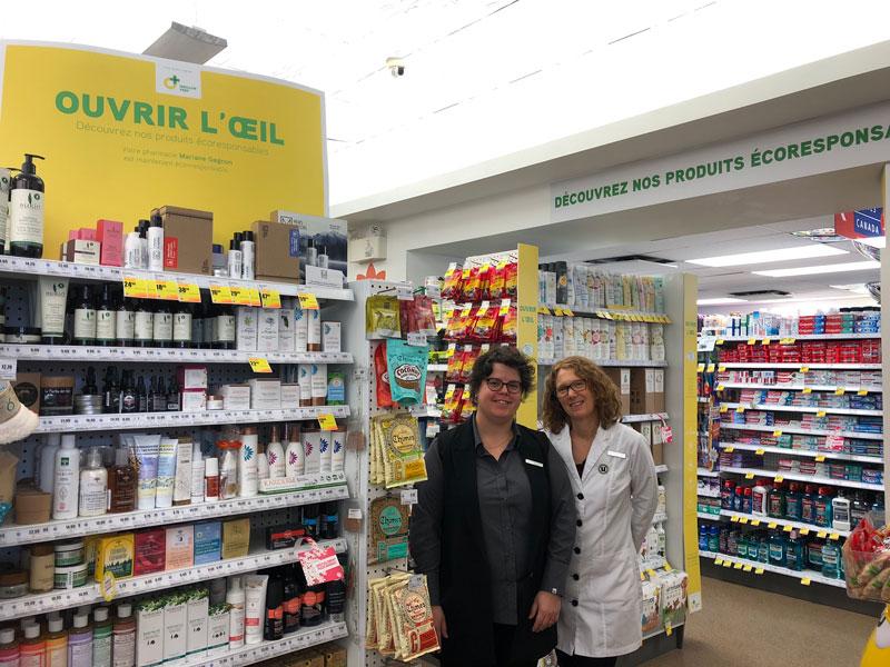 Photo La pharmacienne Mariane Gagnon et sa partenaire, Emmanuelle Laferrière, posent dans leur pharmacie écoresponsable.