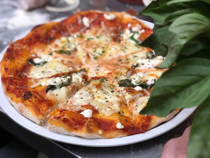 pizza de la maison des pâtes fraîches