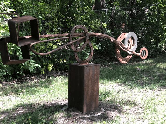 Oeuvre en fer recyclé de Glenn LeMesurier.