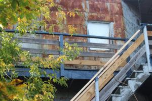 Les escaliers dans une ruelle de Montréal.